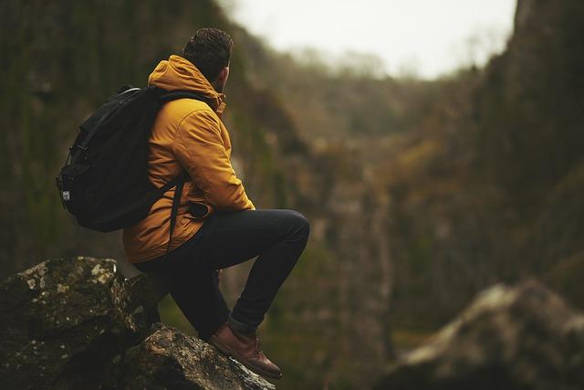 muž ve skalách